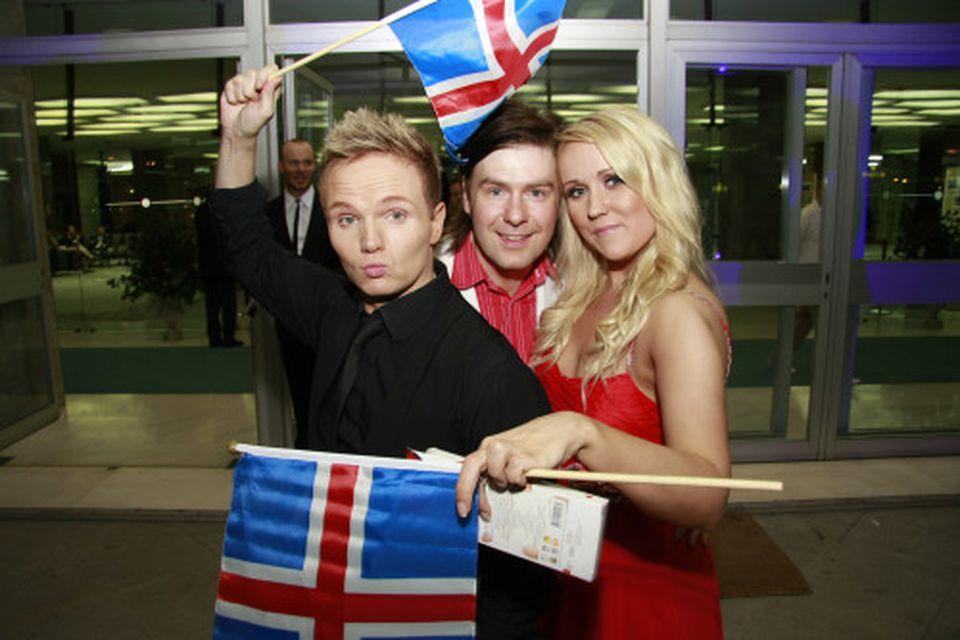 Brugðið á leik með Thomas Lundin frá Finnlandi.
