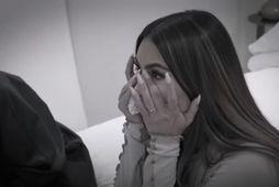 Kim Kardashian sést hér gráta í þætti af Keeping Up With the Kardashians.