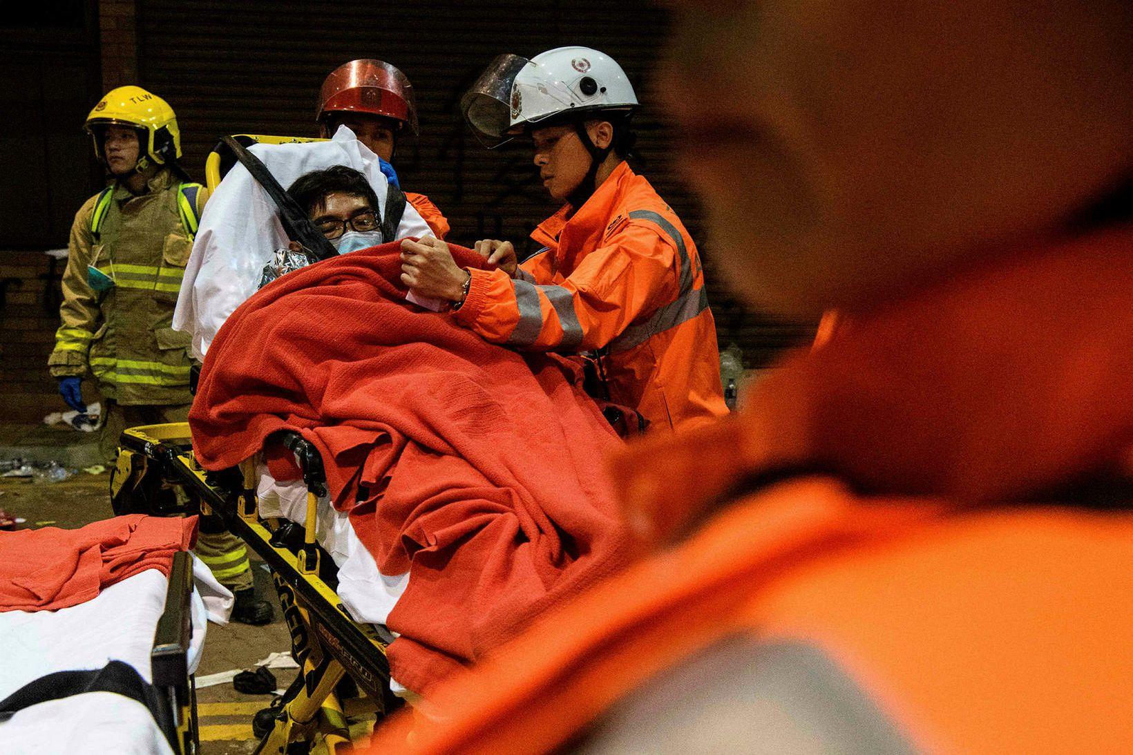 Átökin á milli lögreglu og mótmælenda í Hong Kong fara …
