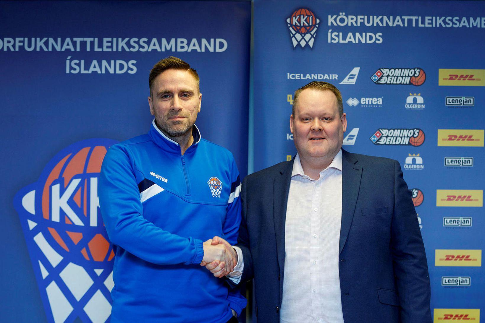 Benedikt Guðmundsson, þjálfari kvennalandsliðsins, og Hannes S. Jónsson, formaður KKÍ.