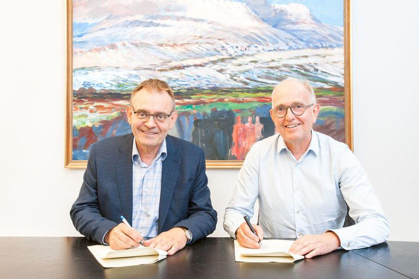Sigurður Guðjónsson forstjóri Hafrannsóknastofnunar og Peter S. Williams frá Ineos …