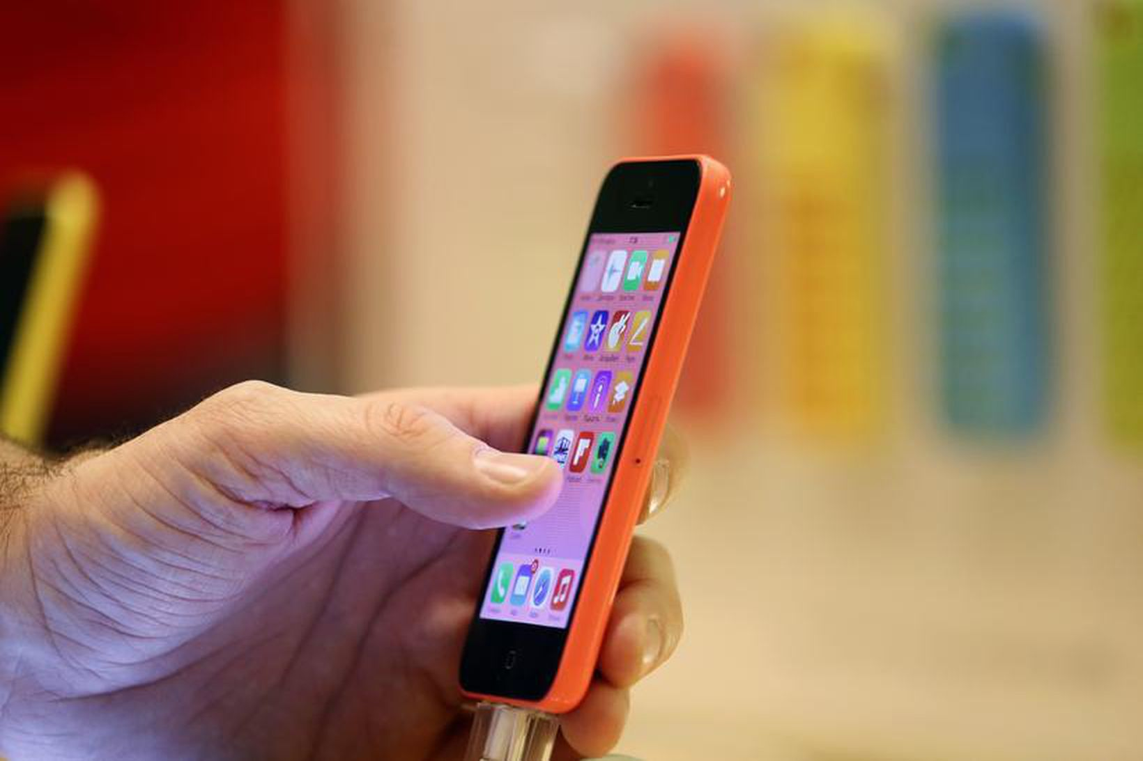 Tæplega 140.000 SMS-skilaboð voru send til kjósenda daginn fyrir kjördag …