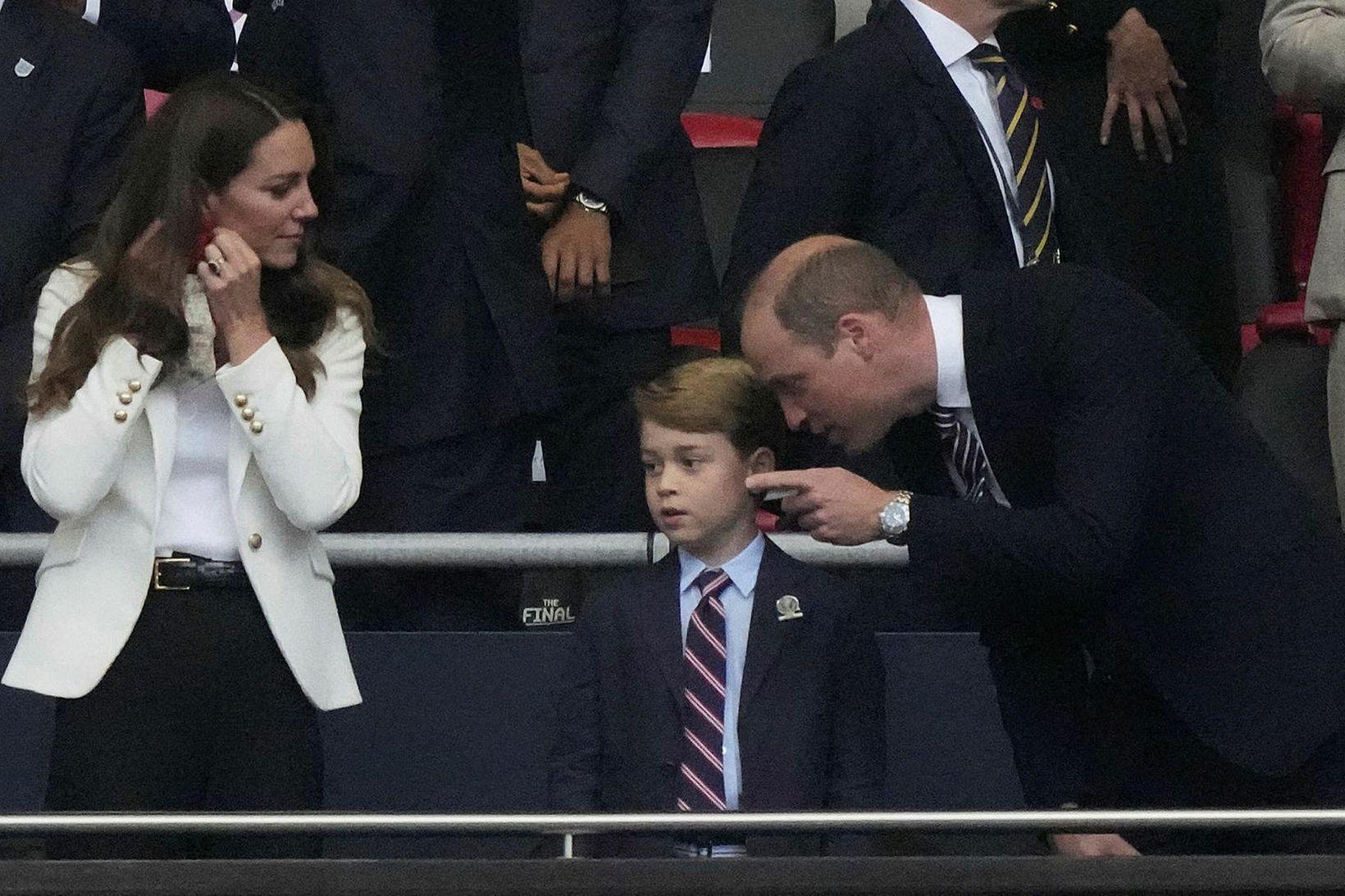 Georg prins ásamt foreldrum sínum þeim Katrínu og Vilhjálmi.
