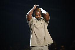 Kanye West er sagður vera að vinna að nýrri plötu til heiðurs David Bowie.