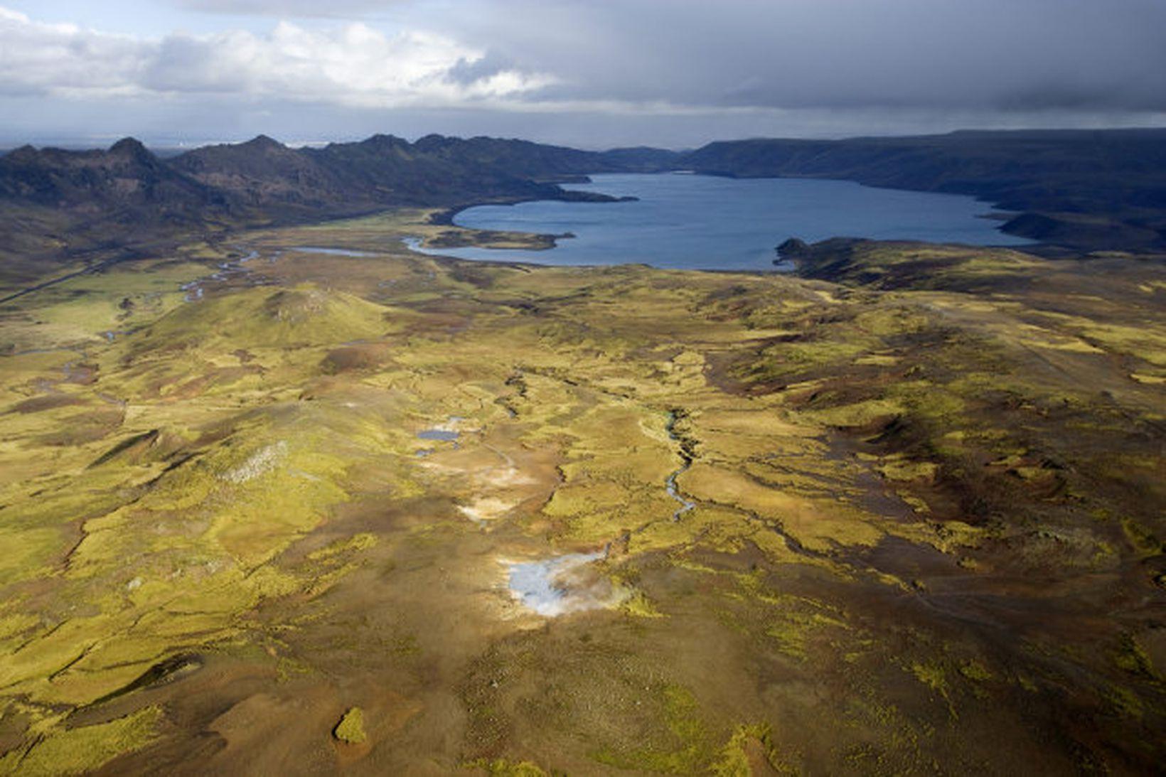 Austurengjar Hverir suður af Kleifarvatni. Sveifluháls liggur til norðausturs. áttúruverndarsamtök …