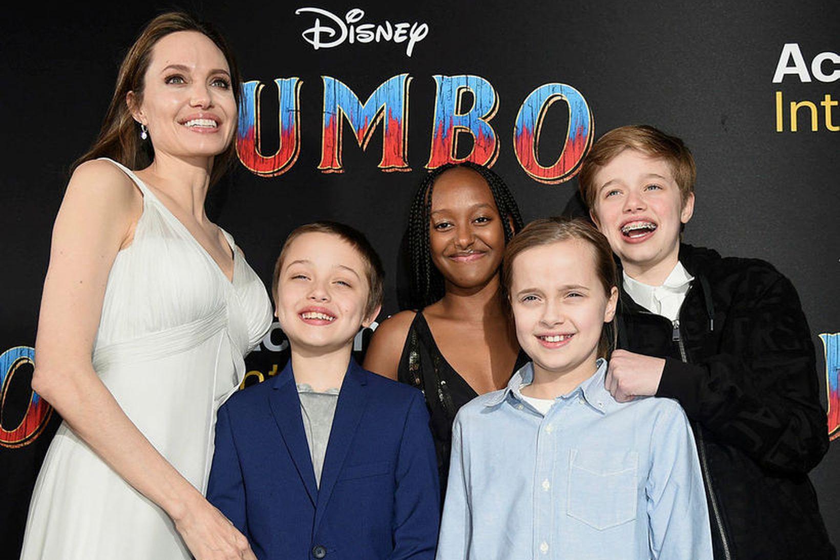 Angelina Jolie með börn sín á frumsýningu Dumbo.