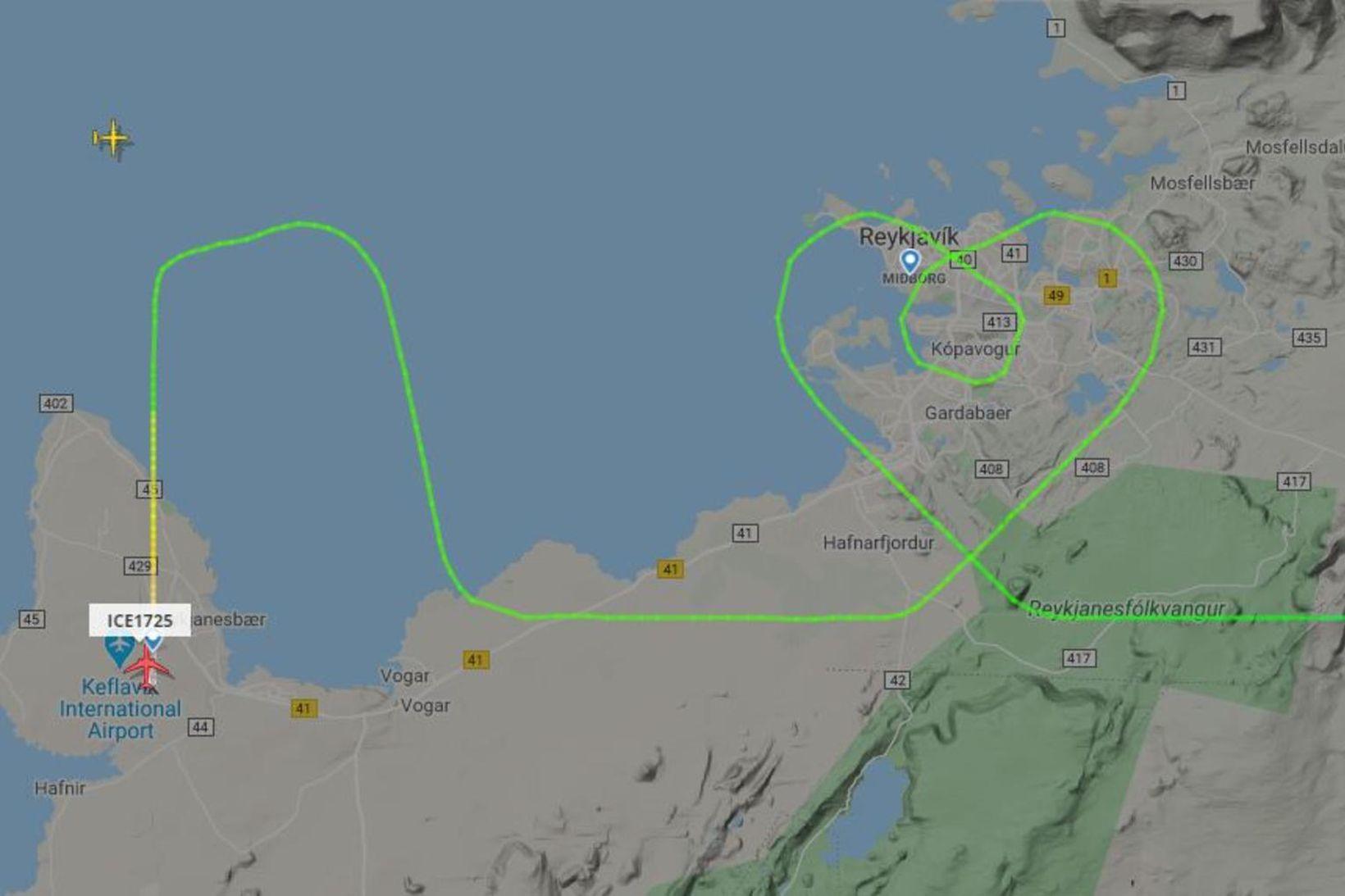Flugmenn Icelandair-vélarinnar mynduðu hjarta er þeir flugu yfir höfuðborgarsvæðinu.