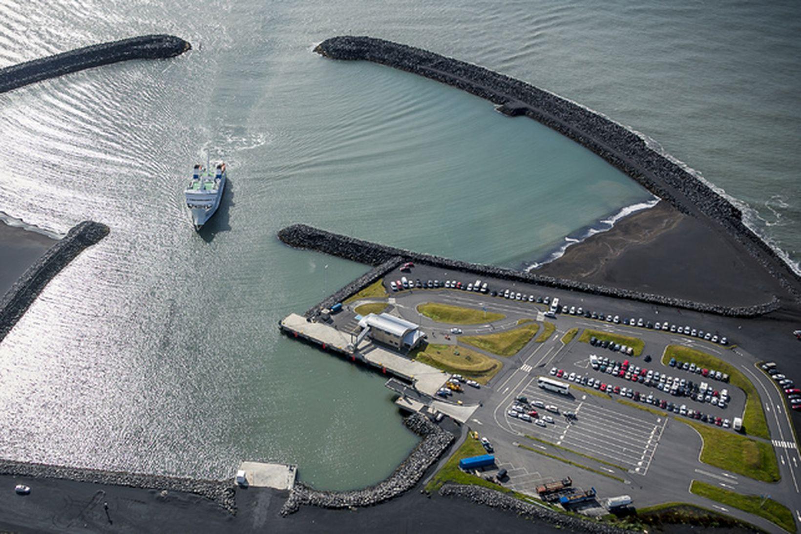 Erfiðlega hefur gengið að sigla til Landeyjahafnar að vetri til.