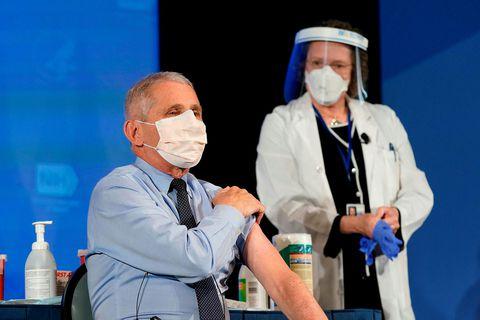 Dr. Anthony Fauci, sóttvarnalæknir Bandaríkjanna, var bólusettur með efni frá Moderna.