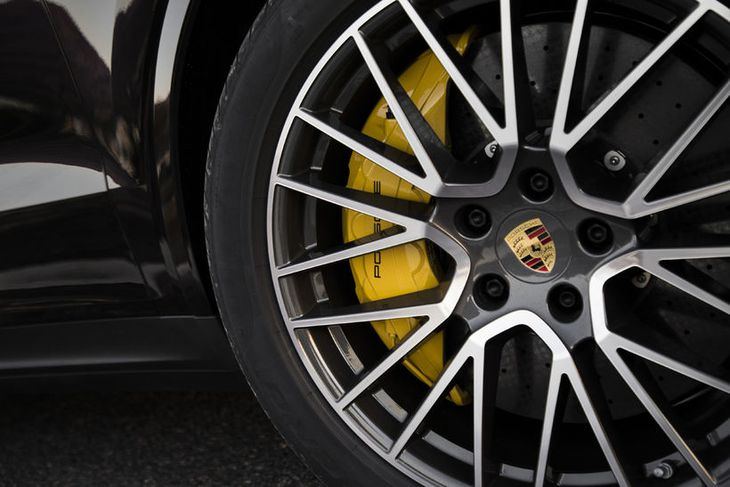 Bremsurnar eru öflugar og skilvirkar enda um alvöru sportjeppa að ræða í Porsche Cayenne.