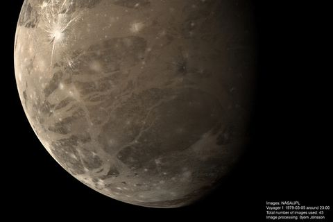 This mosaic of Ganymede was made using 45 images obtained by Voyager 1 on March 5, 1979 over a period of about 2 hours. The image is in approximate true colours.