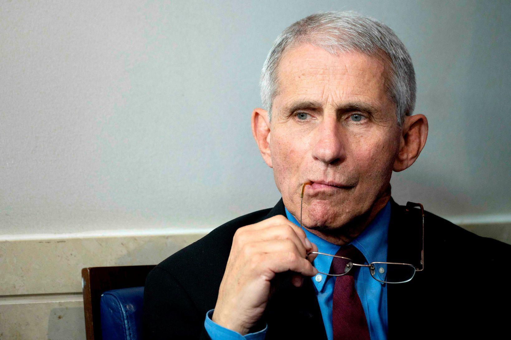Dr. Anthony Fauci, forstöðumaður Ofnæmis- og smitsjúkdómastofnunar Bandaríkjanna, er maður …