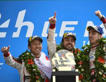 Sigurlið Toyota í Le Mans (f.v.): Kazuki Nakajima, Fernando Alonso og Sebastien Buemi.