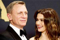 Leikarahjónin Daniel Craig og Rachel Weisz eignuðust sitt fyrsta barn seman fyrir þremur dögum.