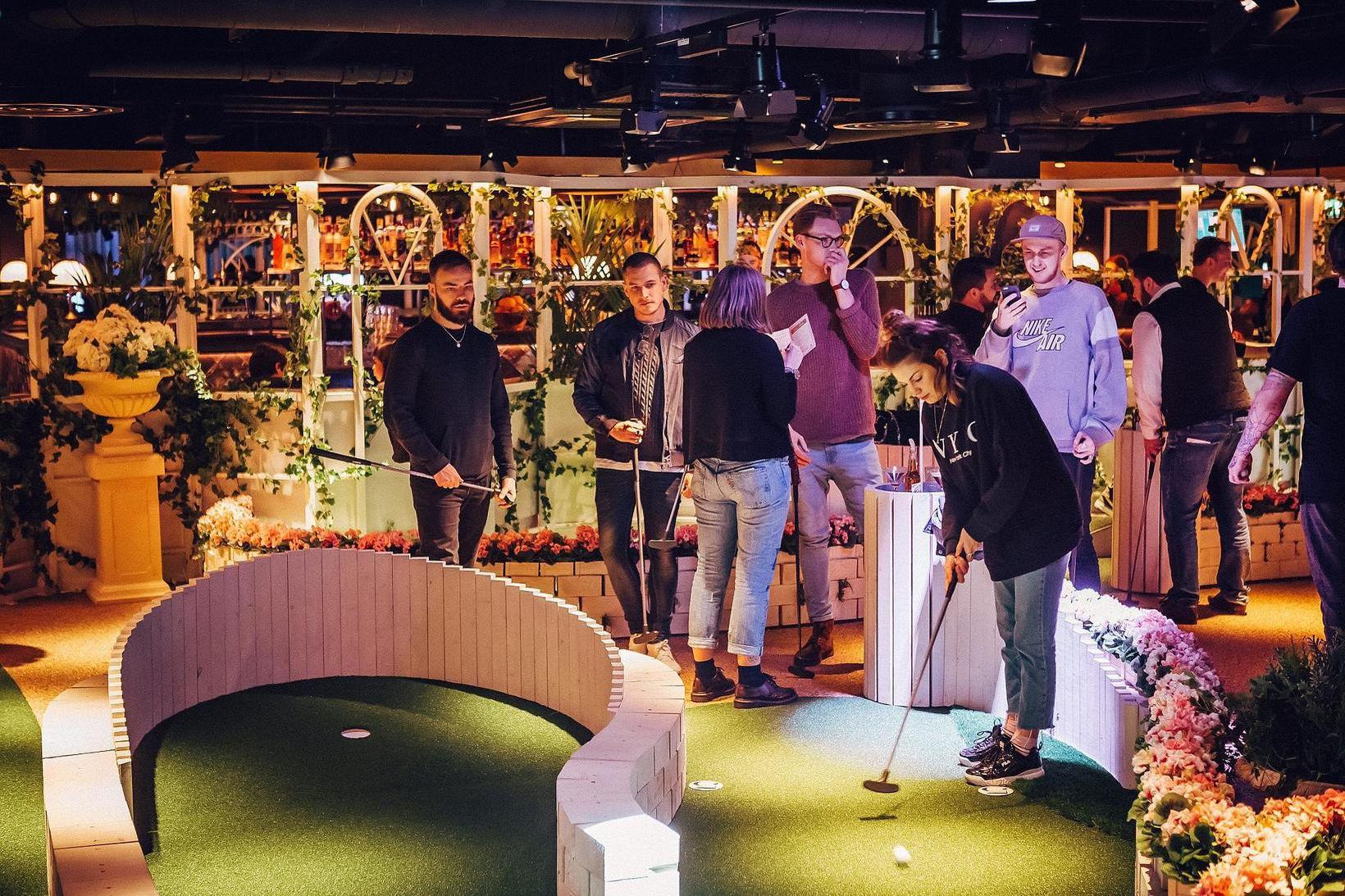Sigmar fékk innblástur fyrir verkefnið frá Swingers: The Crazy Golfclub …
