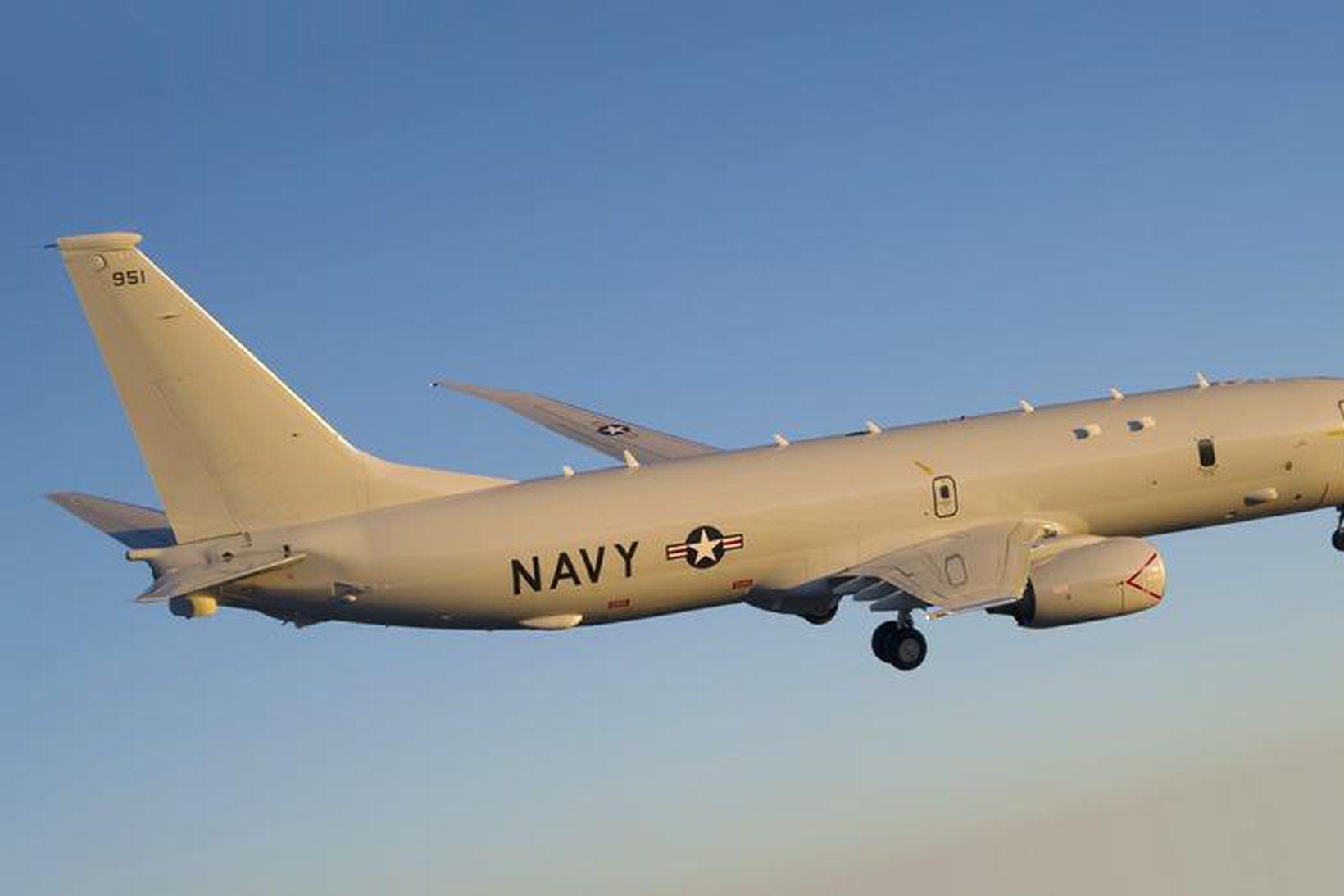 Bandarísk P-8 Poseidon eftirlitsflugvél.