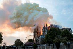 Eldur braust út í þaki Notre Dame 15. apríl 2019.