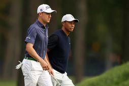 Justin Thomas og Tiger Woods á hringnum í dag.