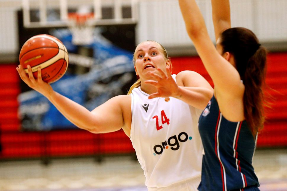 Helena Sverrisdóttir var með tvöfalda tvennu í Borgarnesi.
