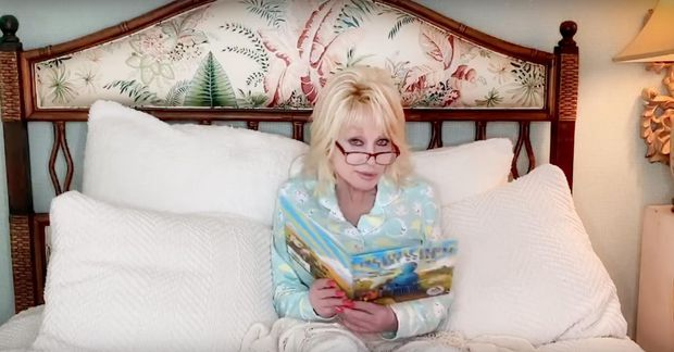 Dolly Parton hefur tekið að sér að lesa barnabækur á Youtube-rás sinni öll fimmtudagskvöld til …