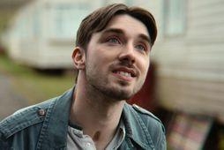 George Robinson fer með hlutverk Isaac í Netflix þáttunum Sex Education.