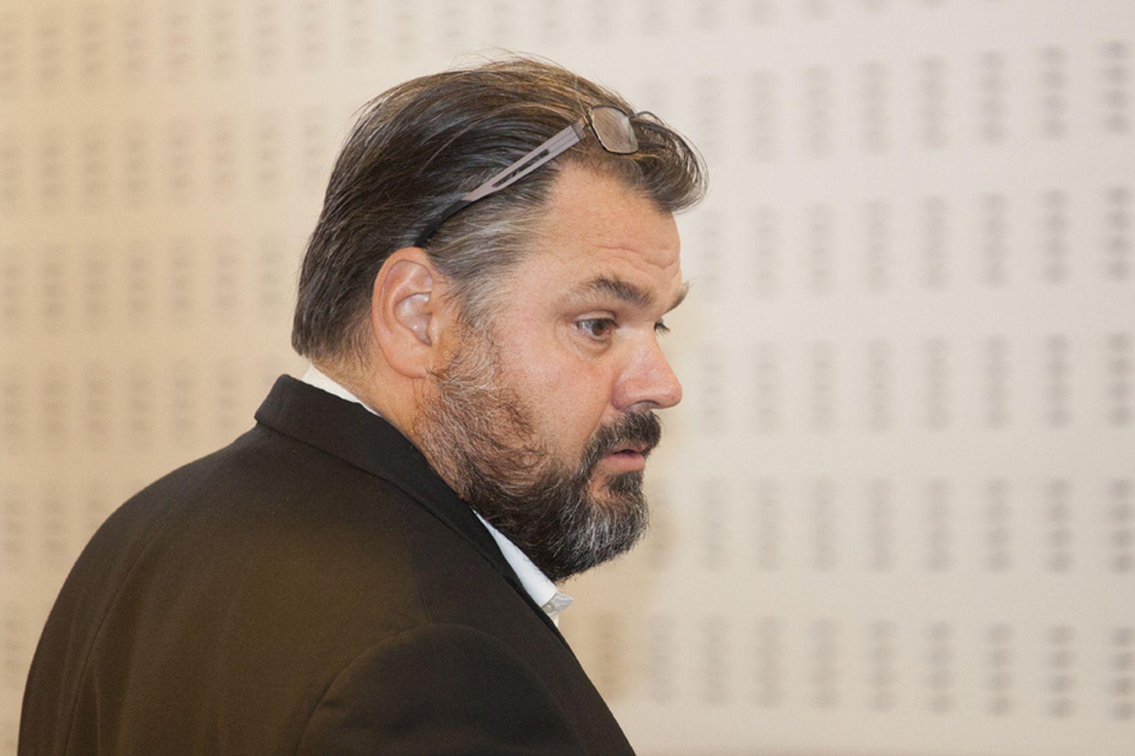 Sigurjón Þ. Árnason, fyrrverandi bankastjóri Landsbankans.
