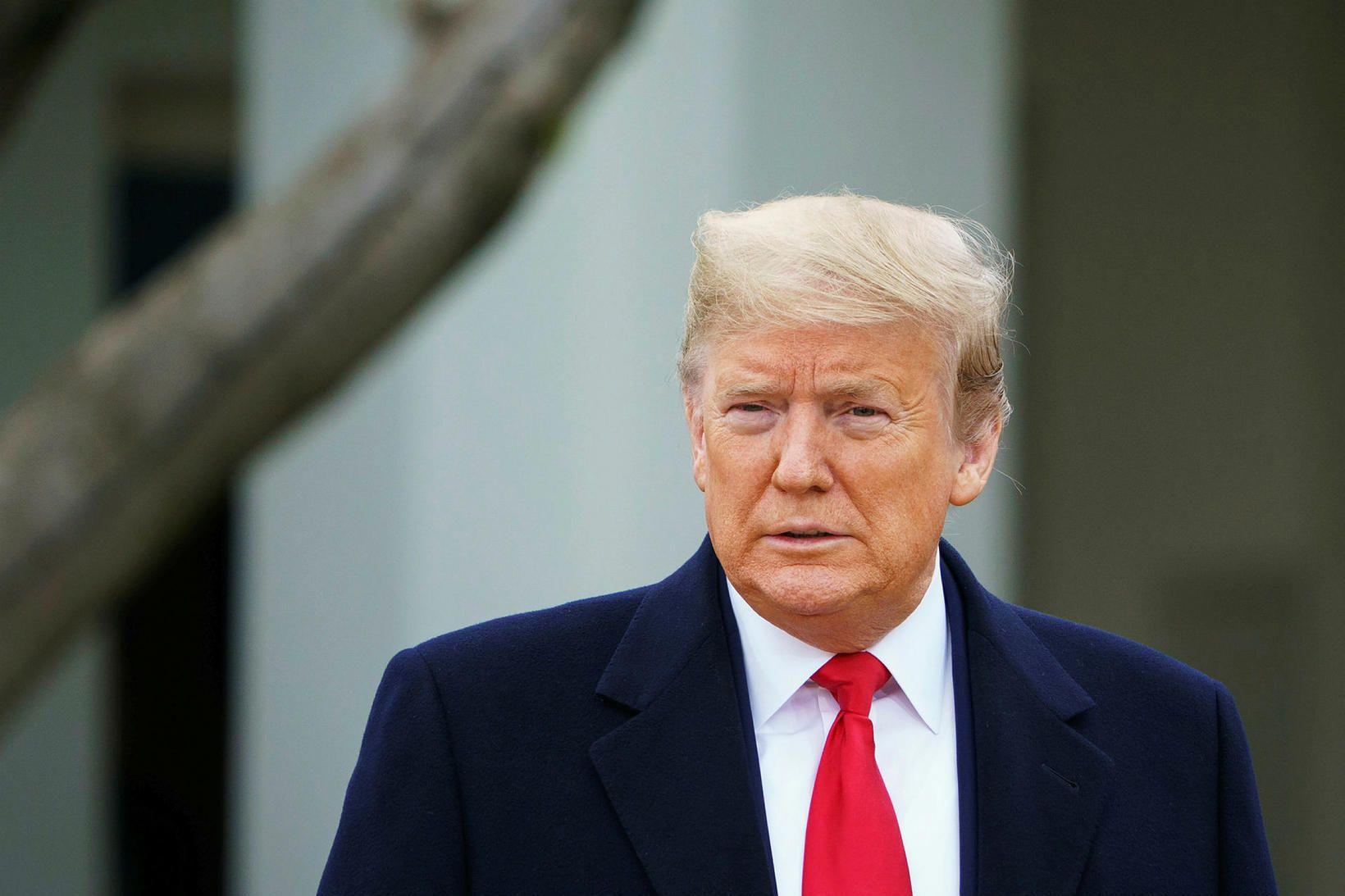 Donald Trump Bandaríkjaforseti fyrir utan Hvíta húsið í dag.