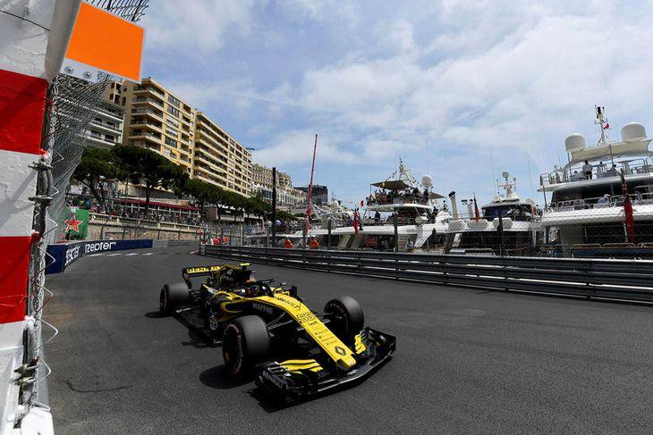Carlos Sainz mátti sjá á eftir landa sínum Alonso fram úr sér í lokatilraun tímatökunnar. ...
