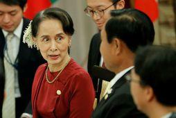 Aung San Suu Kyi, leiðtogi Búrma, situr nú fund leiðtoga Asíuríkja í Tókýó í Japan.
