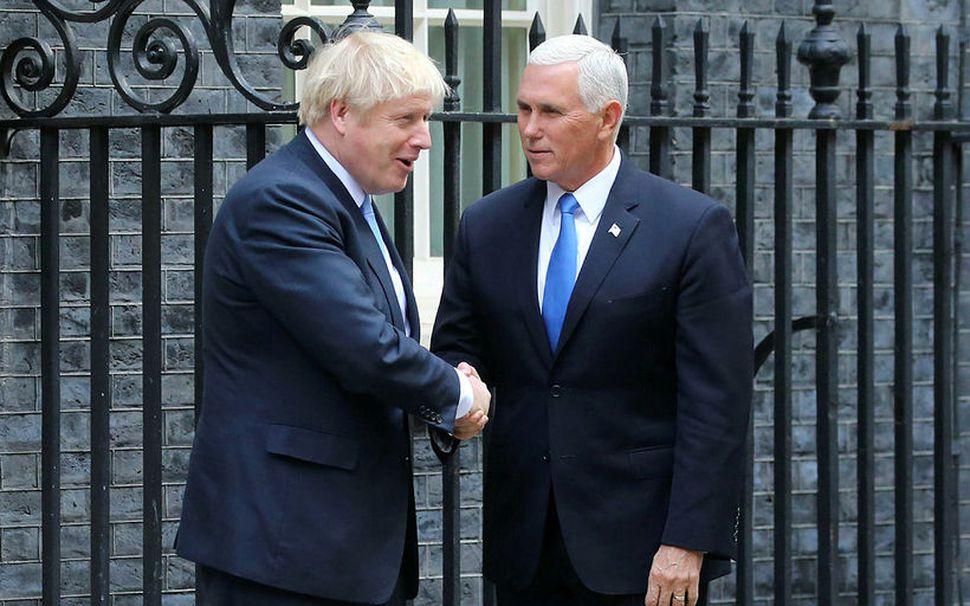 Boris Johnson og Mike Pence utan við Downingstræti í morgun.