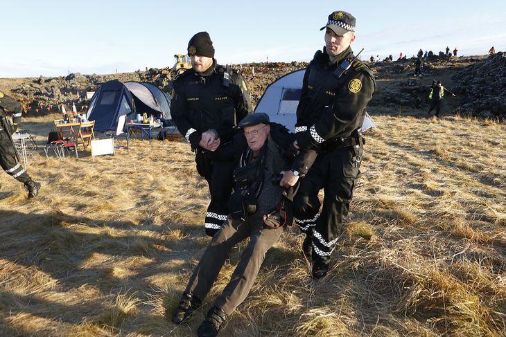 Ómar Ragnarsson, fjölmiðlamaður og skemmtikraftur, er á meðal þeirra sem fara fram á skaðabætur. Hér ...