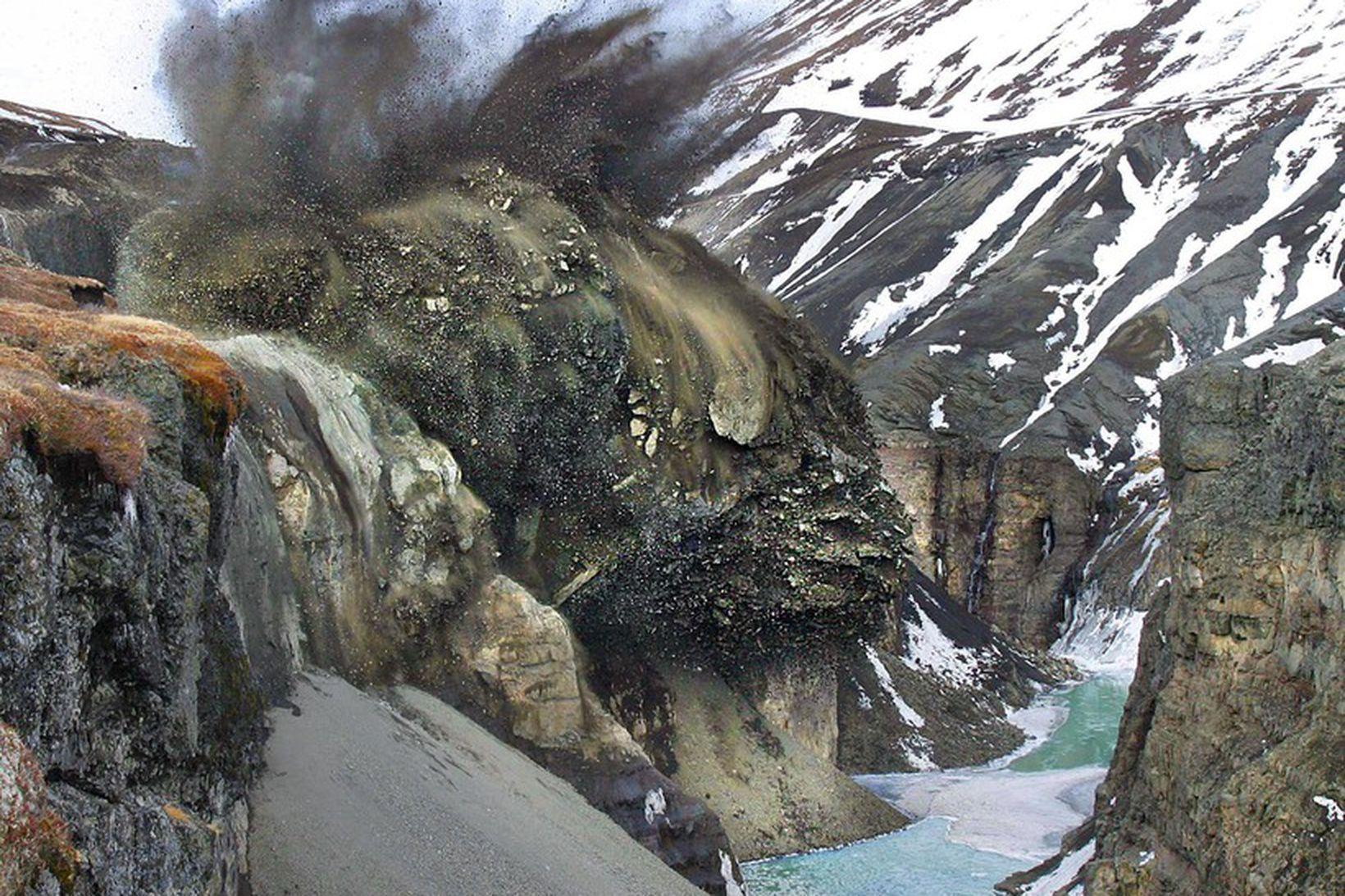 Yfir sjö tonn af sprengiefni vorunotuð 13. mars árið 2003 …