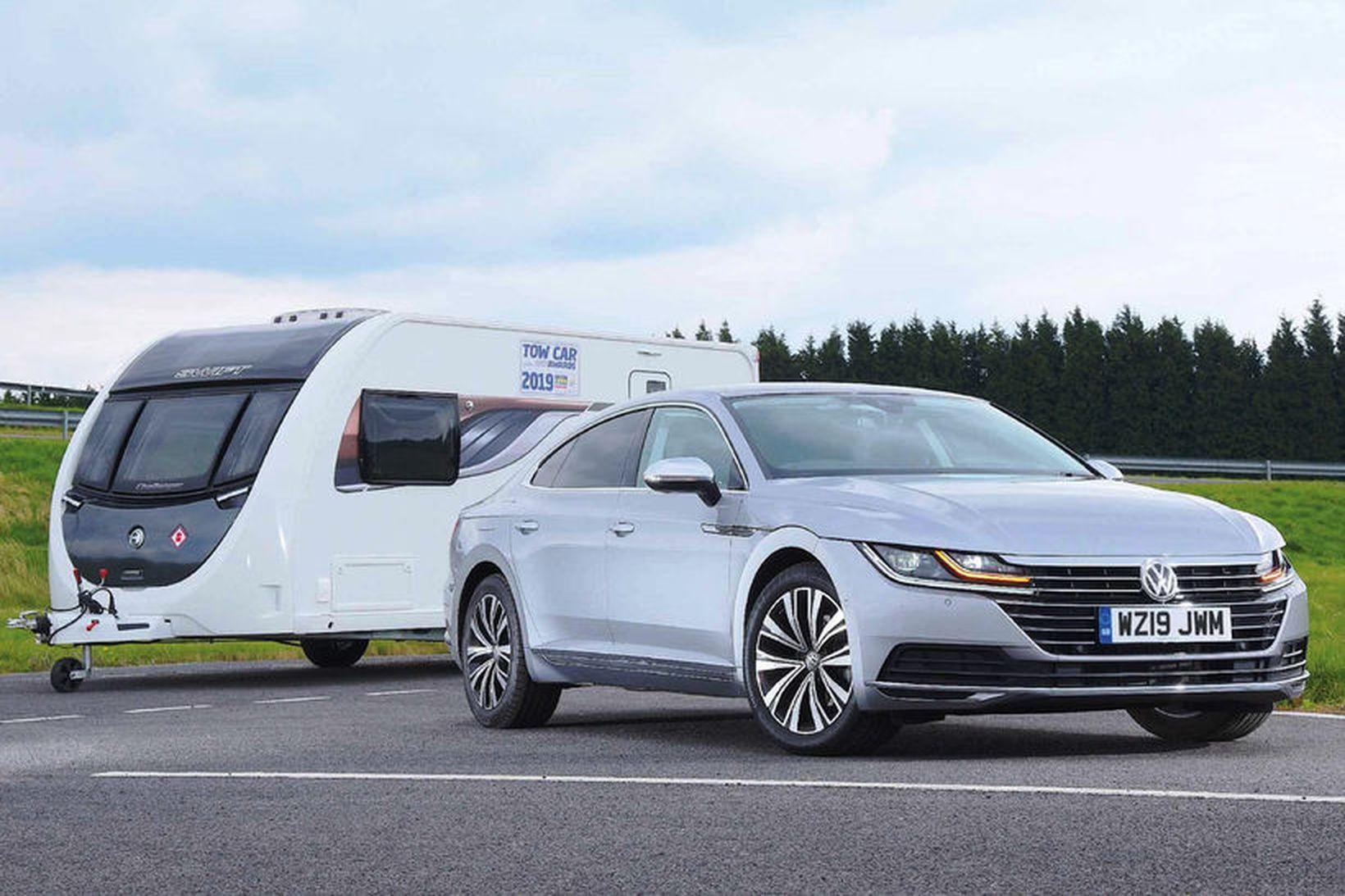 Volkswagen Arteon þótti liprastur og öruggastur í drætti hjólhýsa 2019.
