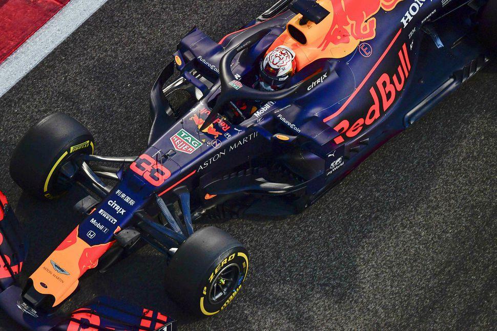 Max Verstappen á ferð í Abu Dhabi.