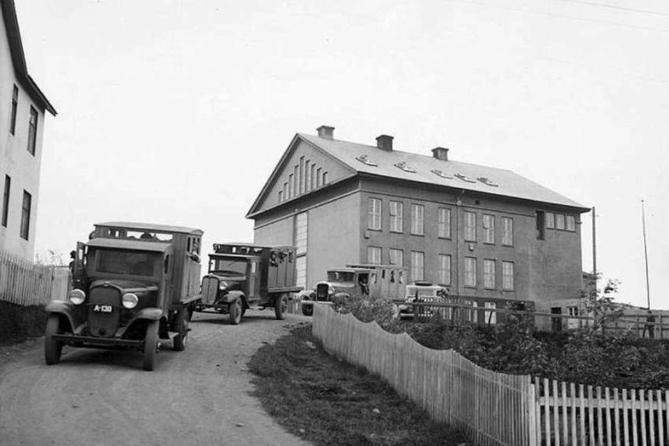 Nemendur Barnaskóla Akureyrar á leið í skólaferðalag.