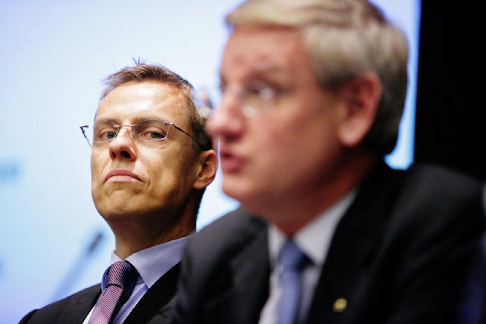 Alexander Stubb og Carl Bildt á blaðamannafundi í Helsinki í …