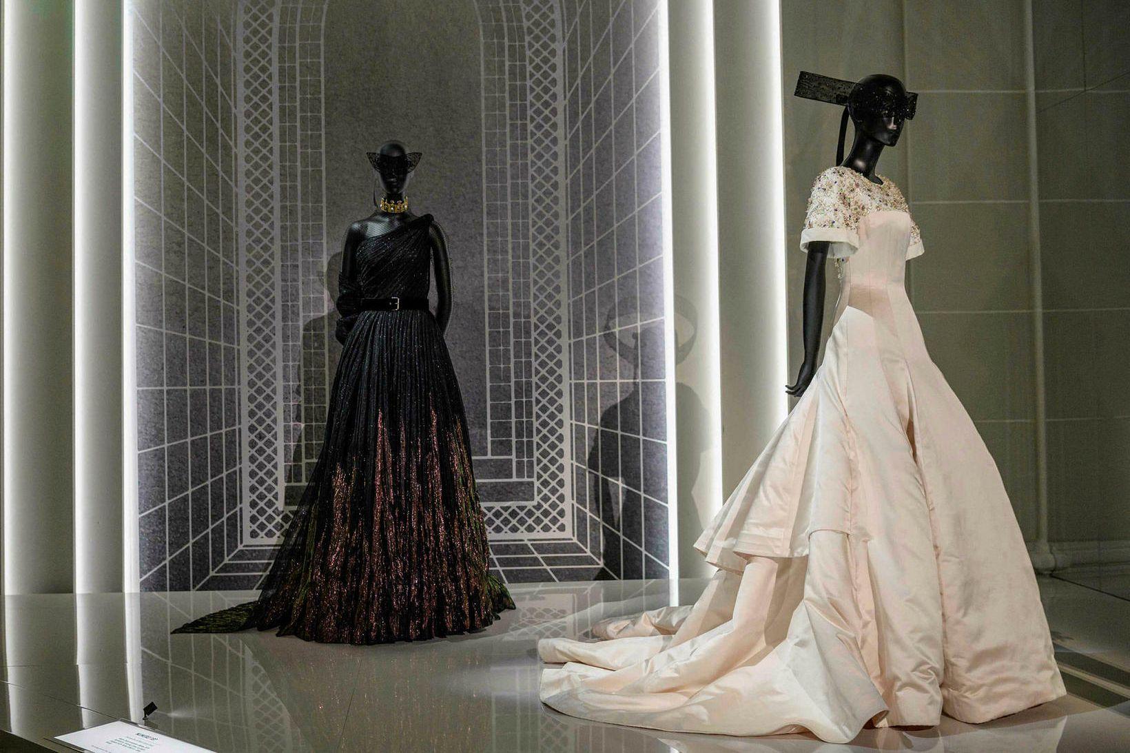Yfir 300 hátískukjólar frá Dior eru til sýnis á Brooklyn …