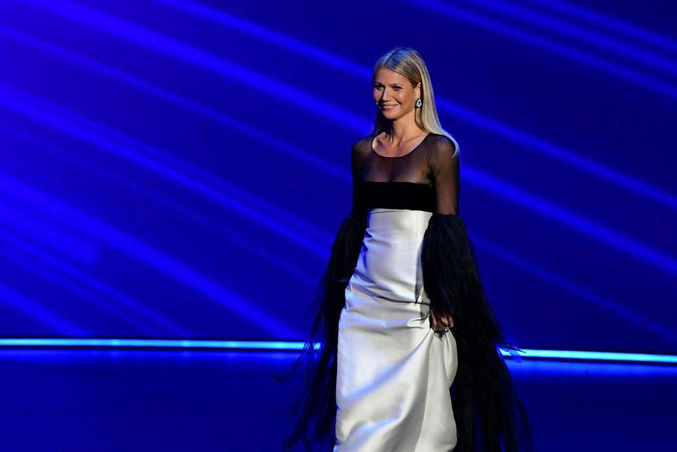 Gwyneth Paltrow virtist eiga erfitt með gang á Emmy-verðlaunahátíðinni.