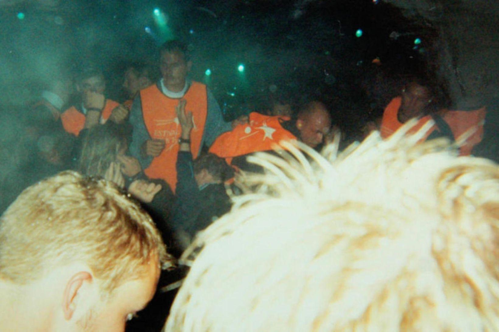 Björgunarsveit á vettvangi við aðalsvið Hróarskelduhátíðarinnar 30. júní sumarið 2000. …