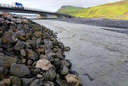 Mikið magn vatns hefur safnast saman í sigkötlum Mýrdalsjökuls undanfarnar vikur og mælist rafleiðni í …