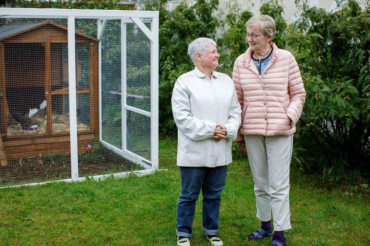 Auður Bárðardóttir and Anna Karlsdóttir are Alzheimer's patients, pleased with the daytime training program they ...