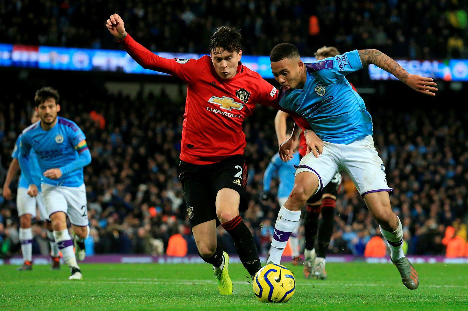 Victor Lindelöf í leik með Manchester United gegn Manchester City …
