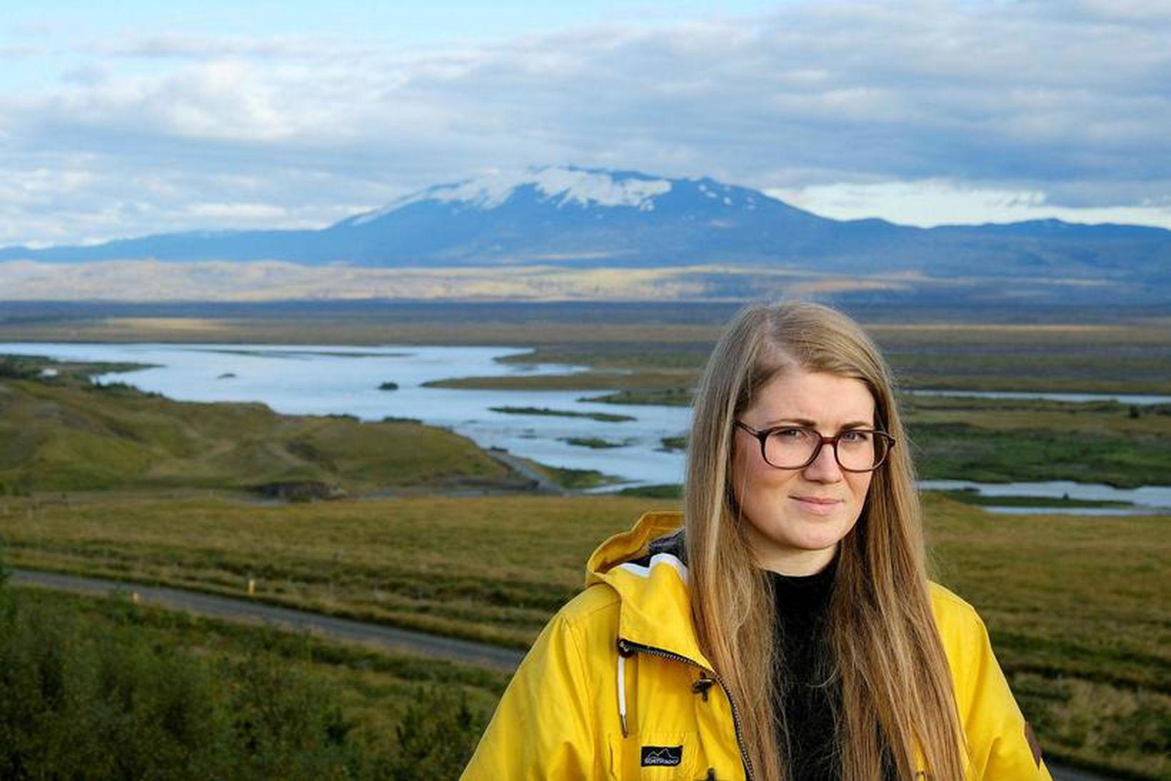 Náttúrufræðingurinn Anna Sigríður Valdimarsdóttir skammt frá þeim stað í Þjórsá …