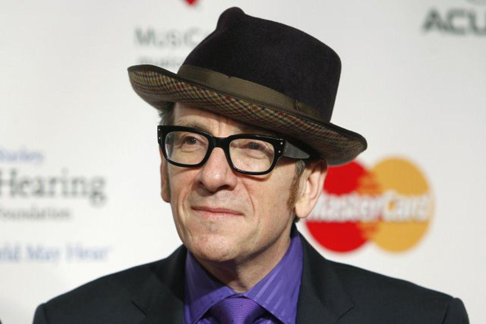 Breski tónlistarmaðurinn Elvis Costello hefur frestað tónleikum sem hann ætlaði …