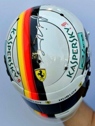 Hjálmur Sebastians Vettel hjá Ferrari.
