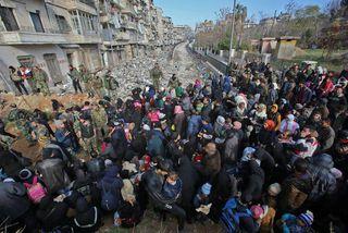Almennir borgarar eru farnir að streyma frá Aleppo.