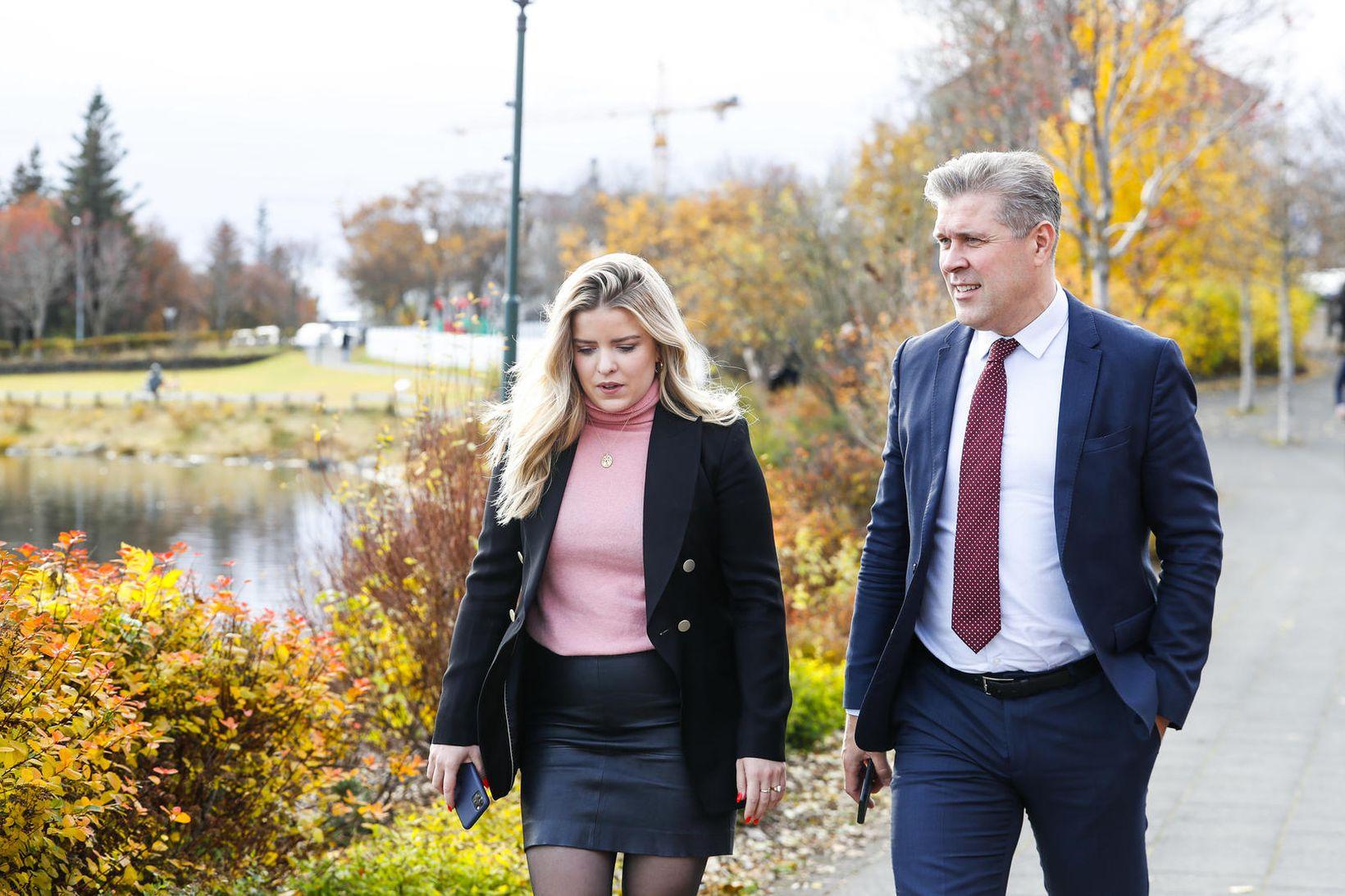 Áslaug Arna Sigurbjörnsdóttir dómsmálaráðherra og Bjarni Benediktsson fjármálaráðherra að loknum …