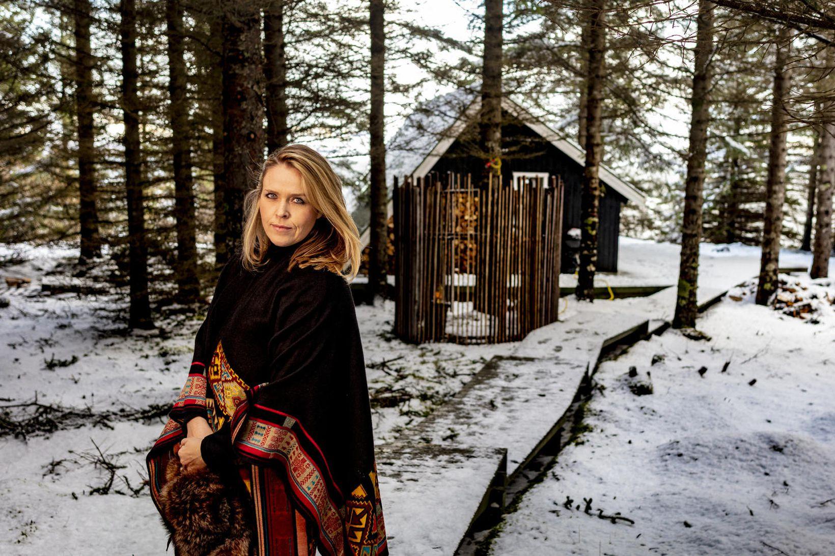 Helga nýtur lífsins á Þingvöllum.