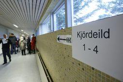 Flestir kjörstaðir voru opnaðir klukkan 9 í morgun en kjörstöðum verður lokað klukkan 22 í …