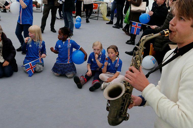 Icelanders in Paris